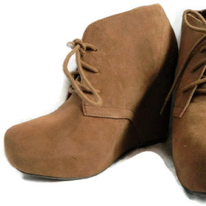 Shi by Journeys Brown Wedges. NWT. 8.5M